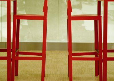 bamboe-hoogkant-rode-stoel